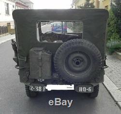 Jeep MB Jeepverdeck Ford Gpw De Willy's, Des Couleurs Vives Pour L'hiver Qui Se Déroule Autour De Nous. Toile